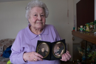 Yvonne with photos of her parents Floss and Charlie Hassel, now passed away.
